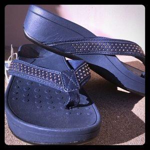 a18b98f119e5 Vionic Shoes - NWT Vionic blue sandals in size 8